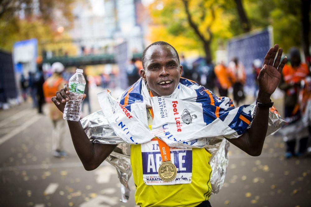 Gun Runners - Documentário de corrida no Netflix - Julius Arile passou de criminoso à maratonista vencedor.